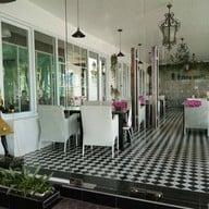 บรรยากาศ Faroh House Restaurant & Wine