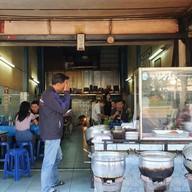 หน้าร้าน เฮียเล็กข้าวหมูแดง หมูกรอบ ประชาชื่น