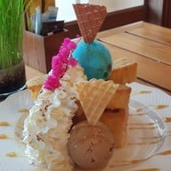 Karin & Shor's Dining and Ice-cream House