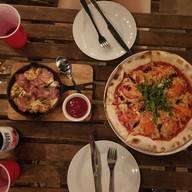 เมนูของร้าน Monday Sick Leave พิซซ่าเตาฟืน ดาดฟ้า Wood Fired Pizza, BBQ & Rooftop Bar