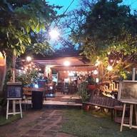 ครัววันสุข Kitchen Bar & Gallery 1