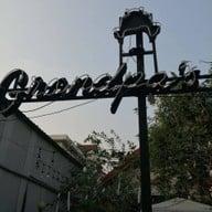 หน้าร้าน Grandpa's Cafe แกรนปาคาเฟ่ -