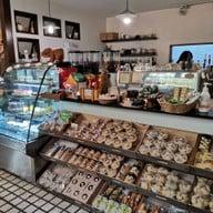 บรรยากาศ Charlotte Hut Coffee & Tea Bar แพร่