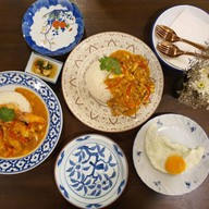 บรรยากาศ ร้าน อะเหน่   Raan A-ne' ข้าวกุ้งแม่น้ำเนื้อก้ามปู ตลาดน้อย