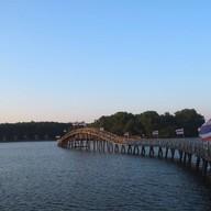 สะพานไม้เคี่ยม