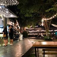 บรรยากาศ Hidden Backyard Cafe & Hangout
