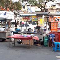 หน้าร้าน หมูอ้วน ขนมจีนน้ำยา 200 ปี