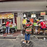 หน้าร้าน ขนมปังเจ้าอร่อยเด็ดเยาวราช เยาวราช