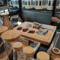 บรรยากาศ PARADAi Crafted Chocolate & Cafe ถ.ตะนาว