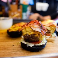 บรรยากาศ MadCow Burger by ToniSantos