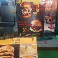 """เมนู OverSize Cheese Burger """"halal"""" นวลจันทร์ 36"""