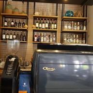 บรรยากาศ Jim's Bar & Mimi's Cafe