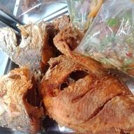 เมนูของร้าน ไก่ทอดนครฯ รสเด็ด ตลาดโต้รุ่ง