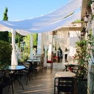 หน้าร้าน The Little House Cafe and Restaurant
