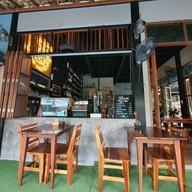 บรรยากาศ Bloom Cafe And Hostel Lipe