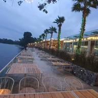 Palm Lakes C&B