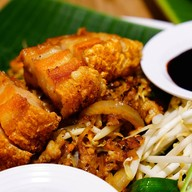 ผัดไทยไฟทะลุ Thai Taste Hub Mahanakhon Cube