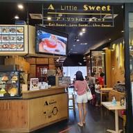 หน้าร้าน A Little Sweet, Dessert Cafe เขารัง