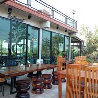บรรยากาศ P.Garden cafe พีการ์เด้นคาเฟ่ อุทัยธานี