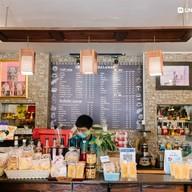 บรรยากาศ กาแฟสดชาละวัน (CAFFE' DE CHALAWAN) สถานีขนส่งผู้โดยสารพิจิตร