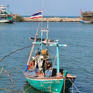 ชายเลซีฟู๊ด แอนด์ รีสอร์ท สะพานปลาชะอำ เพชรบุรี