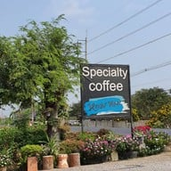 หน้าร้าน หอม หอม Specialty Coffee & Burger
