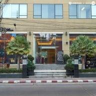 หน้าร้าน Bistro M