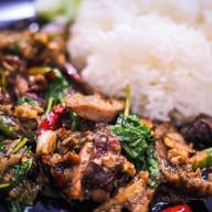 """เมนูของร้าน """"เฮียเก๊าปังตอ"""" เป็ดย่าง หมูแดง หมูกรอบ บะหมี่ เกี๊ยว ข้าวหน้าไก่ กะเพราเป็ด อาหารจีน สปาเก็ตตี้"""