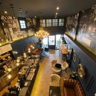 Gimme Gimme Cafe And Gallery เพชรเกษม