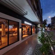 หน้าร้าน Starbucks Chic Hostel