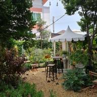 26Tuesday cafe In Garden