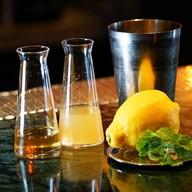 บรรยากาศ Vesper Cocktail Bar