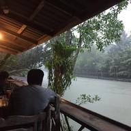 บรรยากาศ Golden Pier Restaurants & จำหน่ายปลากะพงสด/เเปรรูป (เเพปลา@เเม่น้ำท่าตะเภา)