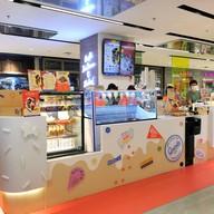 หน้าร้าน Quints: The Quintessential Ice Cream Central World