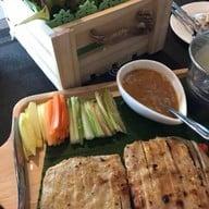 R-แหนมเนือง and อาหารญี่ปุ่น Oshinei