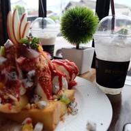 BEYOND CAFE  (บียอนด์ คาเฟ่ กาแฟ เค้ก) สาขาอาชีวะ