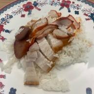 เมนูของร้าน ข้าวหมูแดงสีมรกต Soi Su Korn 1