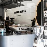 บรรยากาศ Bottomless Flagship store