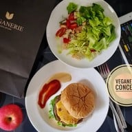 Veganerie Concept พร้อมพงษ์ (หลังสวนเบญจสิริ)