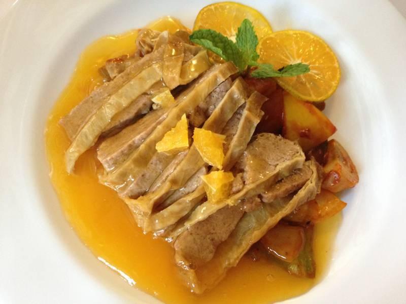 Vegetarian roasted duck with orange sauce เป็ดอบซอสส้ม เจ