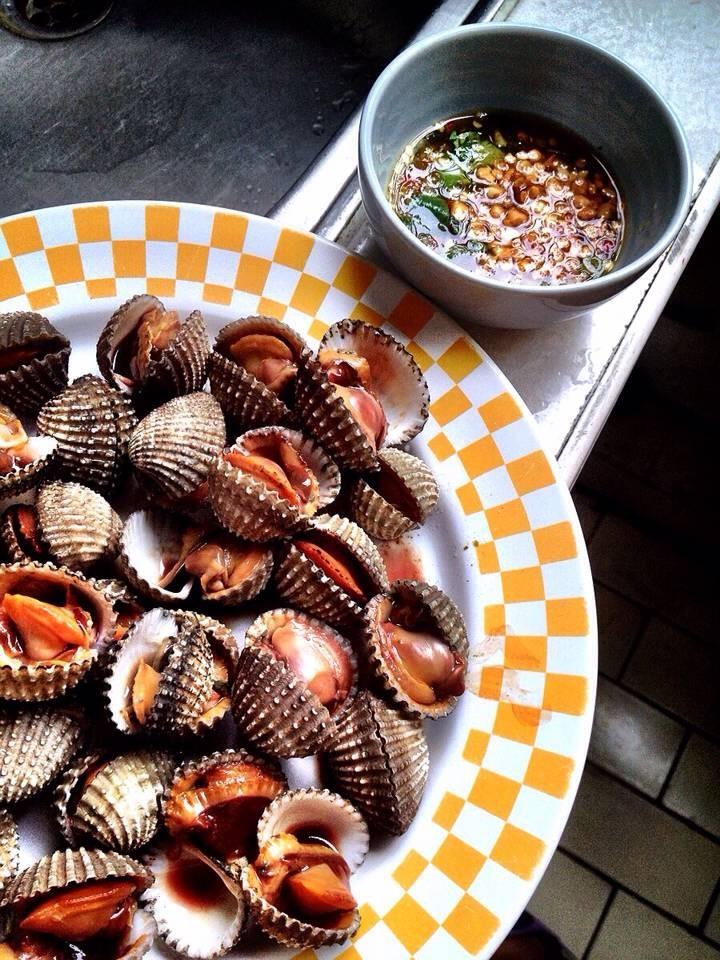 หอยแครงลวกอร่อยสุดๆ แห่งวงเวียนใหญ่