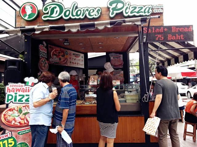 หน้าร้าน Doloros Pizza หน้าตึก Midtown
