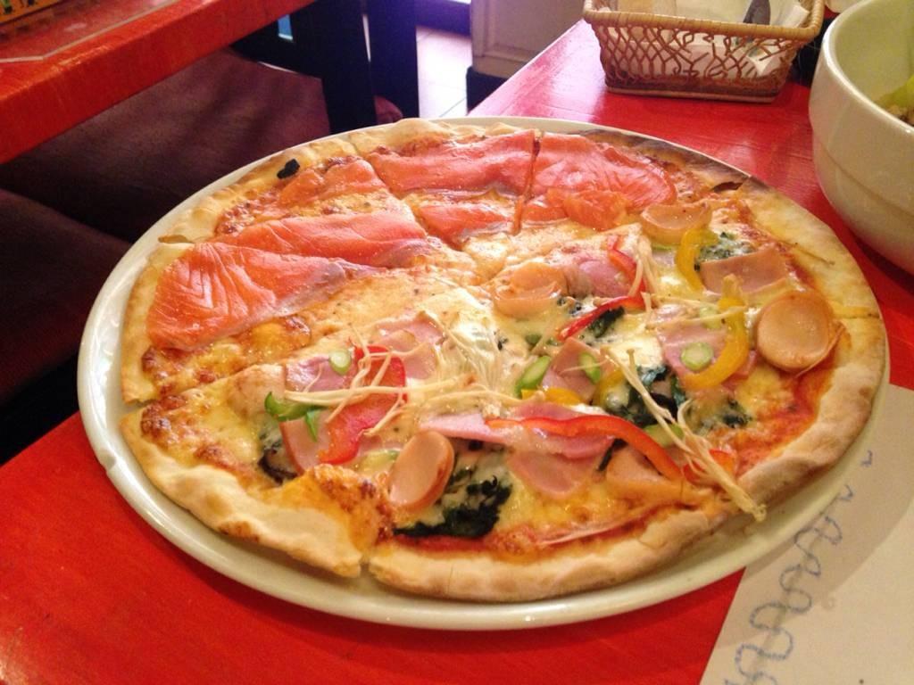 Pizza Halfแซลมอน กับbig Mama