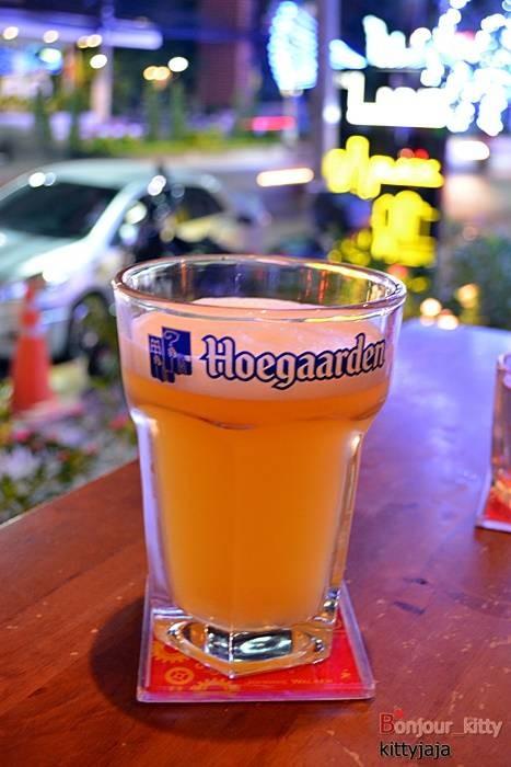 Hoegaarden ( 290 บาท )