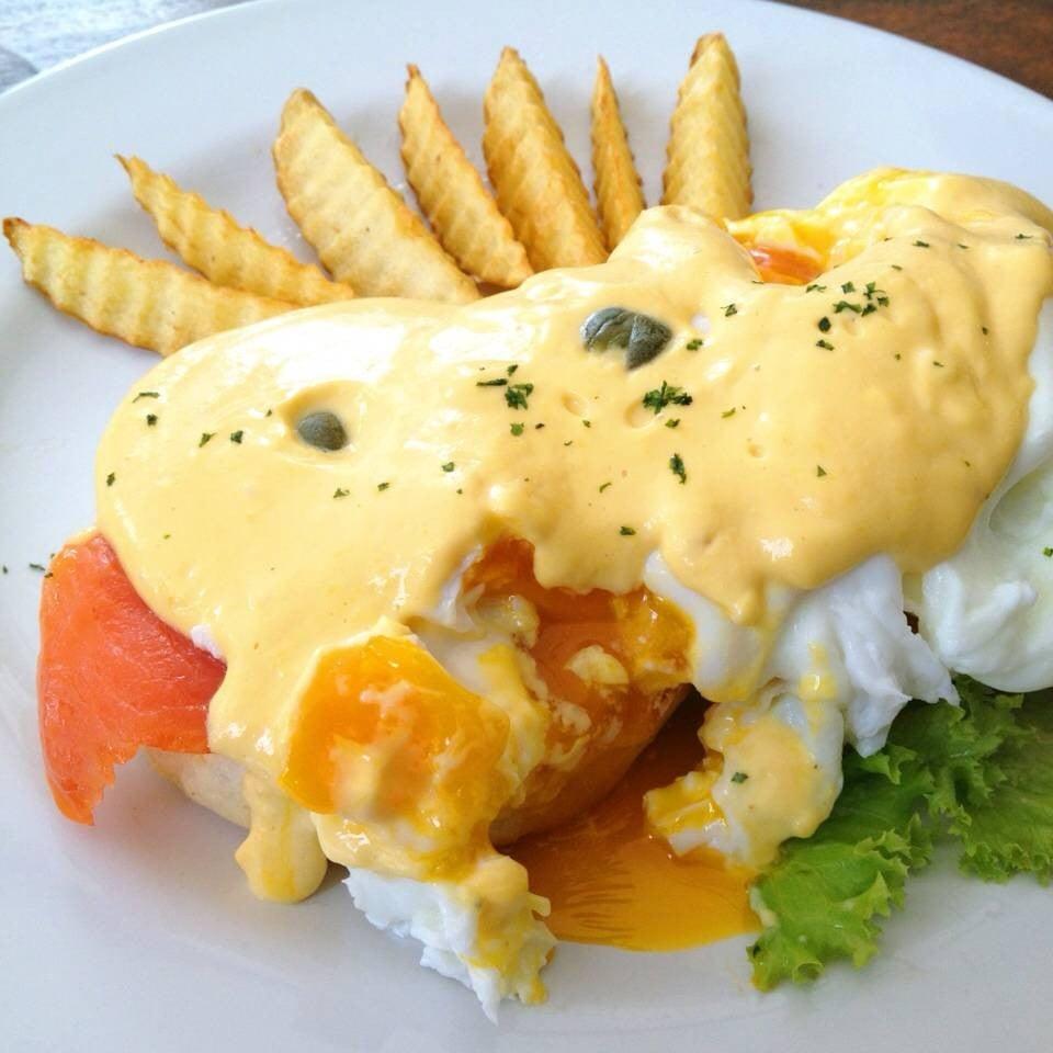 Egg Benedict ไข่ทะลัก น่ากินมากครับ