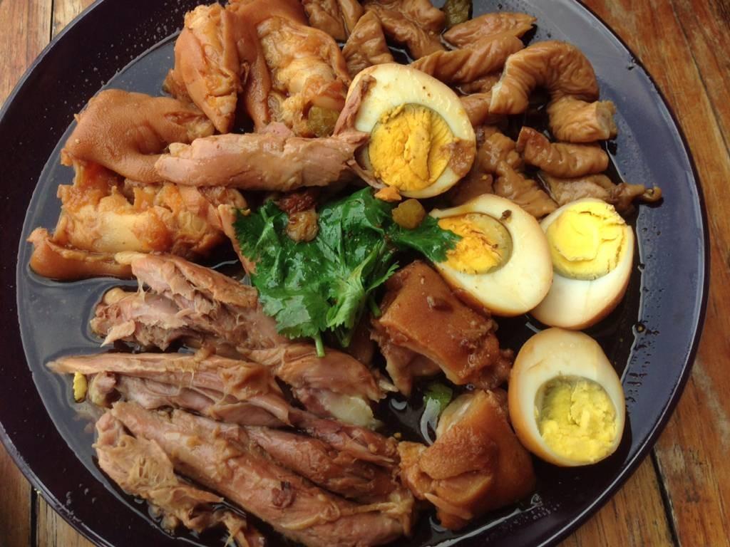 สั่งจานรวม เนื้อหนัง คากิ ใส้ และไข่  120-