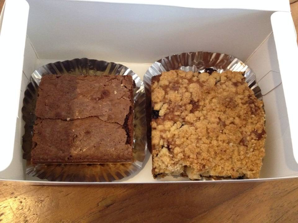 Macadamia Shortbread Brownies 65 กะ Blueberry Crumb Cake 85 บาท