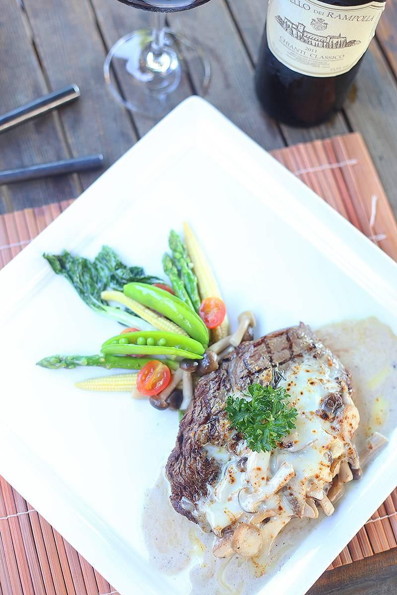 Rib eye steak (Aus.), Porcini mushroom sauce
