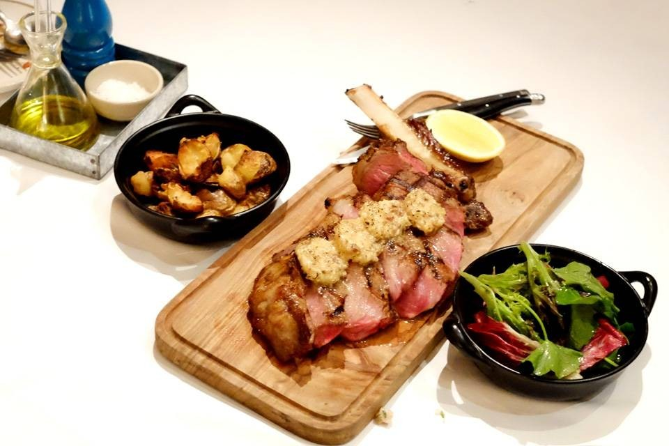 "Surin wagyu ""cote de boeuf"" rib eye on the bone อลังการมาก"