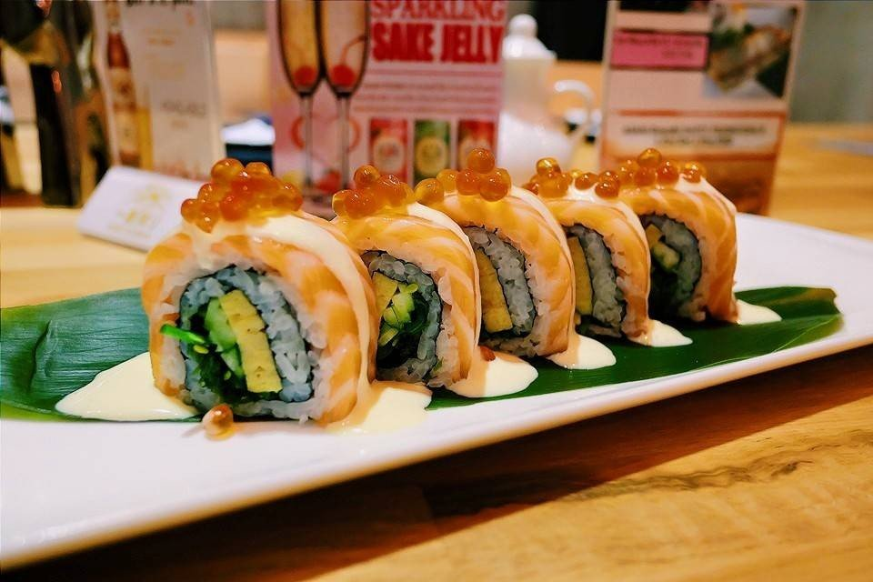 Salmon wasabi cream roll